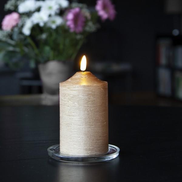 "LED Stumpenkerze ""Flamme"" - Echtwachs - warmweiße LED - H: 15cm, D: 7,5cm - Timer - goldfarben"
