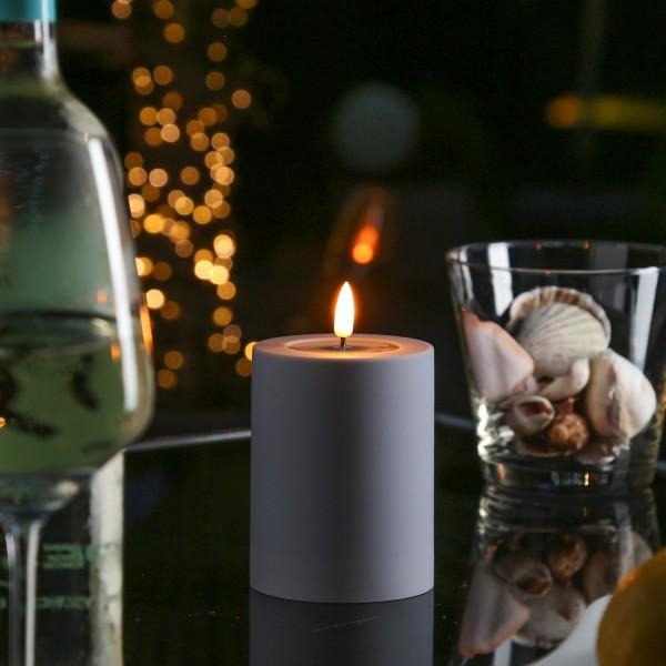 LED Stumpenkerze MIA - Kunststoff - realistische 3D Flamme - H: 10cm - outdoor - grau