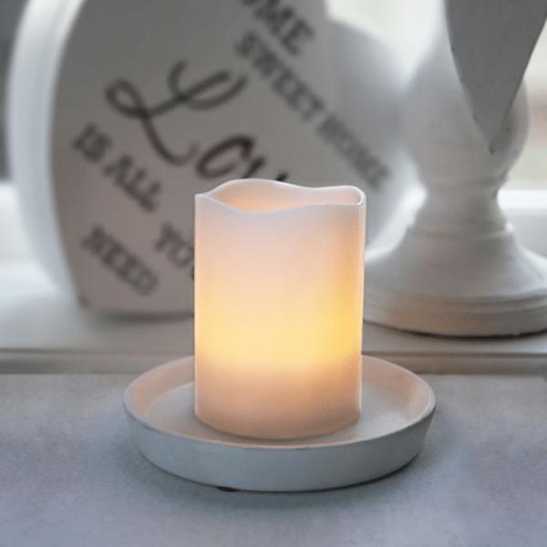 LED-Kerze   Echtwachs   Wave-Design   flackernde LED   Timer   Creme   →7,5cm   ↑10cm