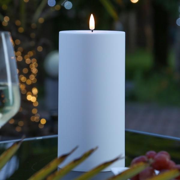 LED Stumpenkerze MIA - Kunststoff - realistische 3D Flamme - H: 20cm, D: 10cm - outdoor - weiß