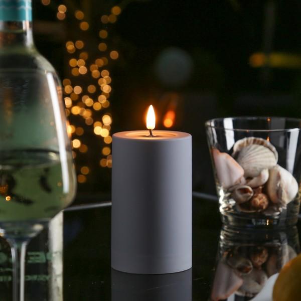 LED Stumpenkerze MIA - Kunststoff - realistische 3D Flamme - H: 12,5cm - outdoor - grau