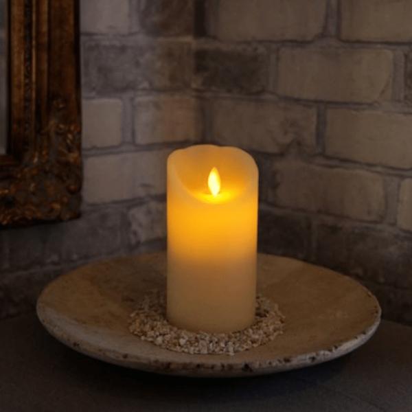 LED-Kerze | Echtwachs | Twinkle | mechanisch bewegte Flamme | Timer | Creme | →8cm | ↑15cm