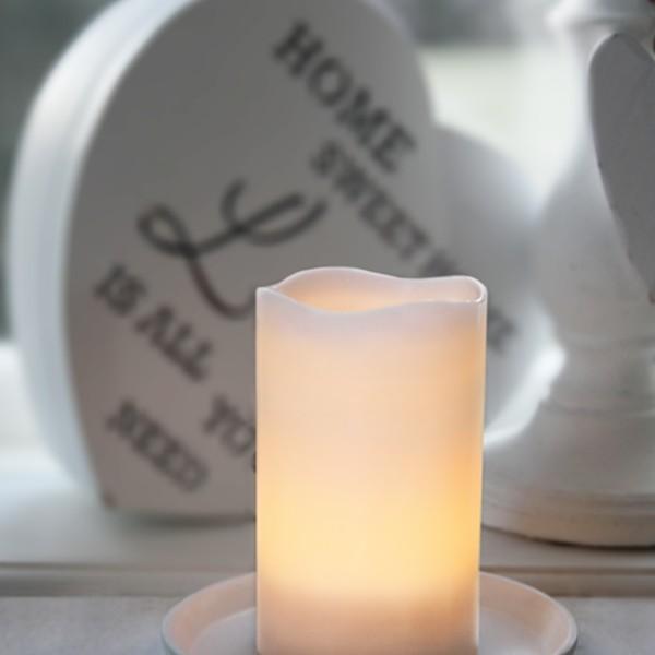 """LED Kerze """"Wave"""" - Echtwachs - geschwungene Oberkante - flackernd - Timer- H: 12,5cm,D: 7,5cm - weiß"""